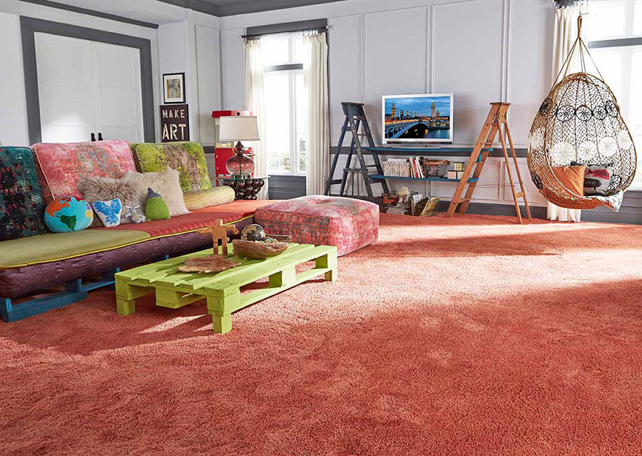 Living room with living coral carpet and complimentary colored accents